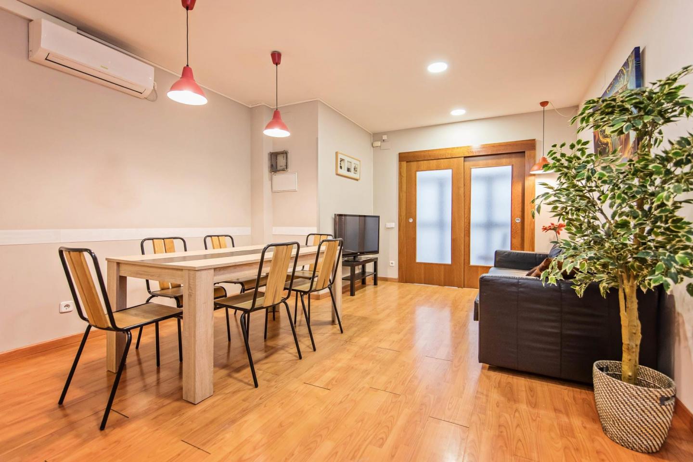 Spacious apartment close to the center of Barce... Slide-3