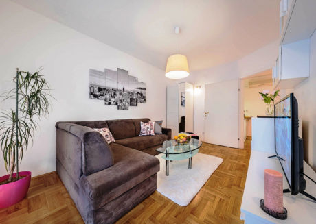"""City apartment with parking """"sherry"""" for 4 persons"""