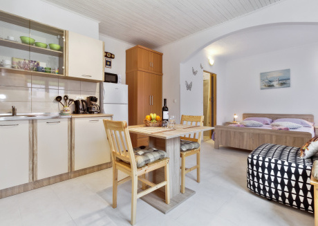 Cosy studio very close to the centre of Umag with Parking, Internet, Air conditioning, Terrace