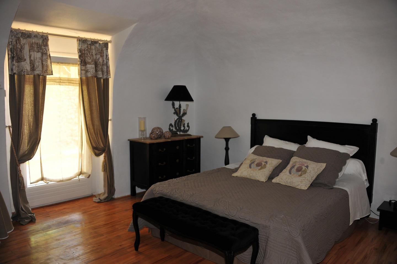 Spacious apartment close to the center of Baron... Slide-1
