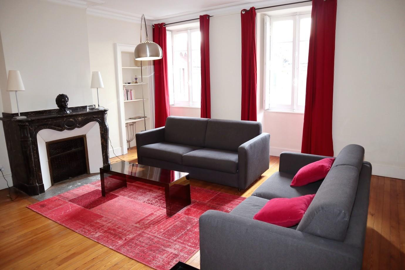 Cozy apartment in the center of Toulouse with I... Slide-1