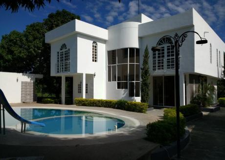 Spacious house in Ricaurte with Internet, Pool, Balcony, Garden