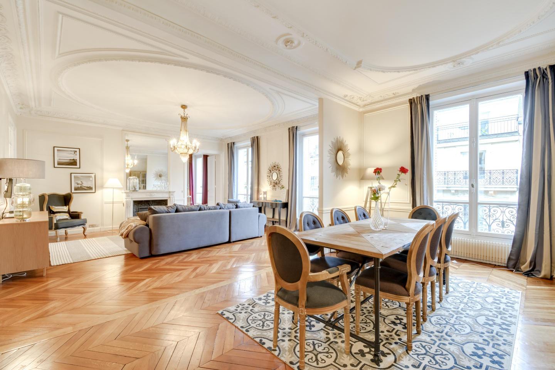 Spacious apartment in Paris with Lift, Internet Slide-2
