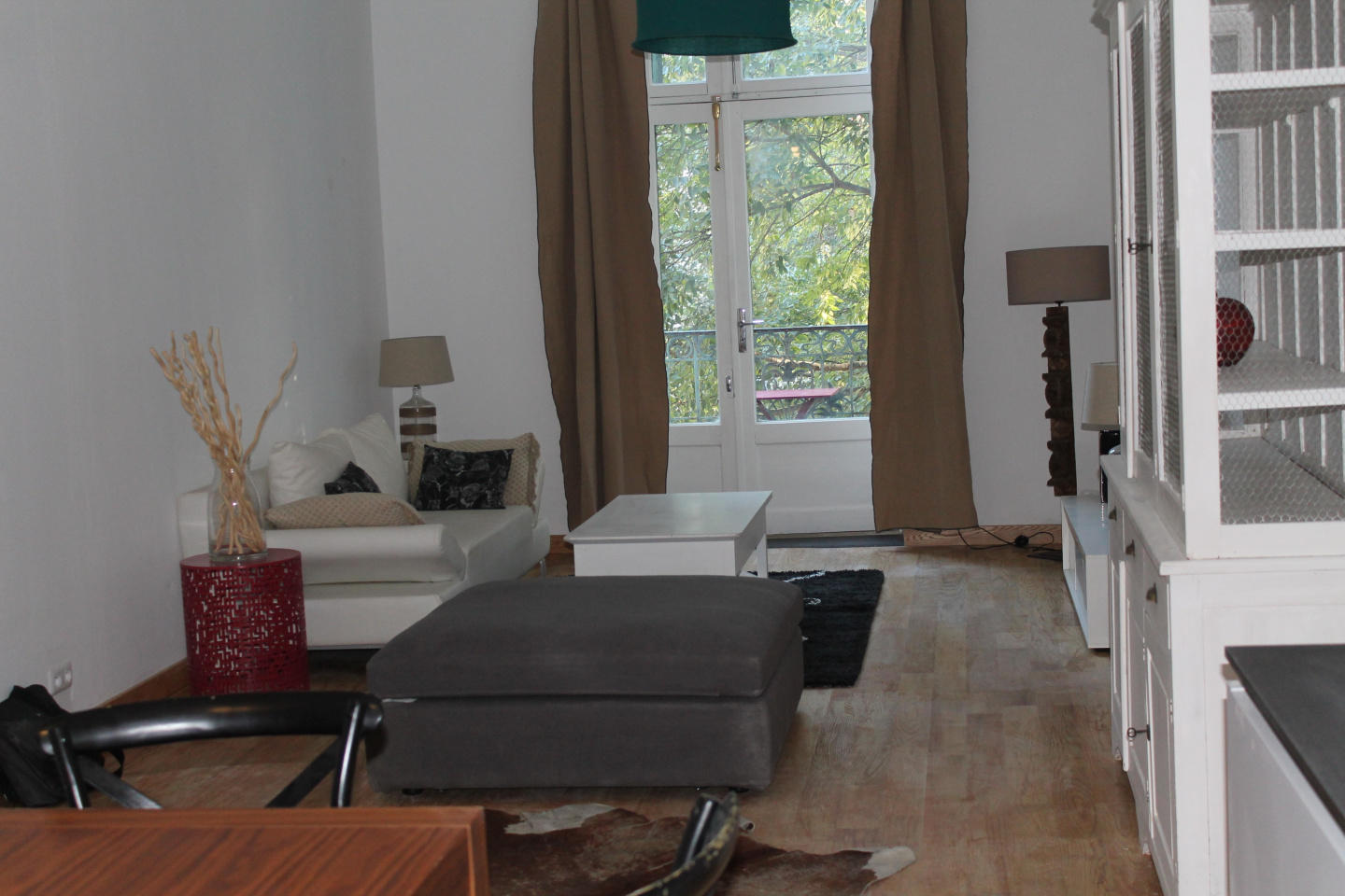 Spacious apartment in the center of Nimes with ... Slide-2