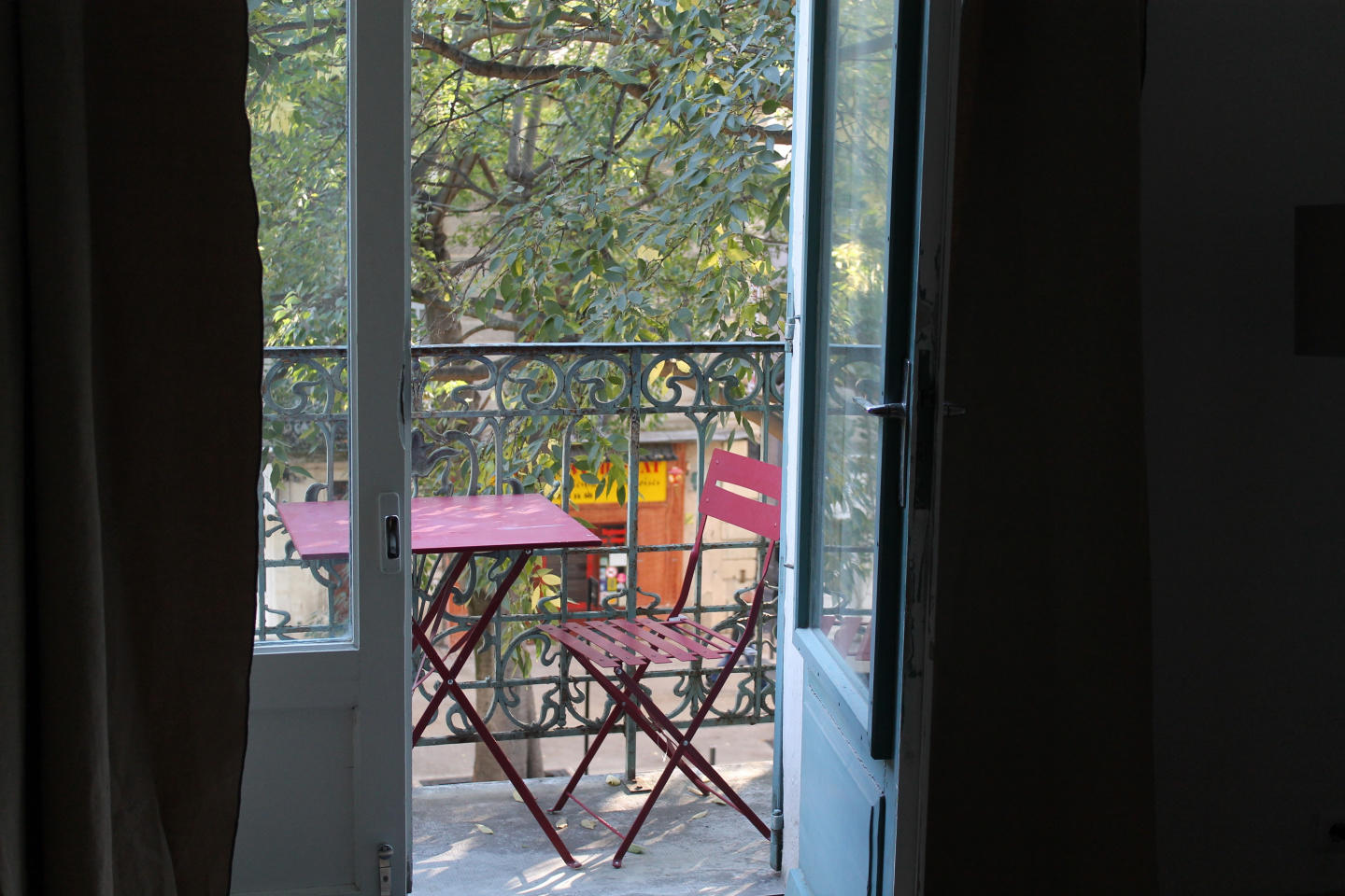 Spacious apartment in the center of Nimes with ... Slide-1