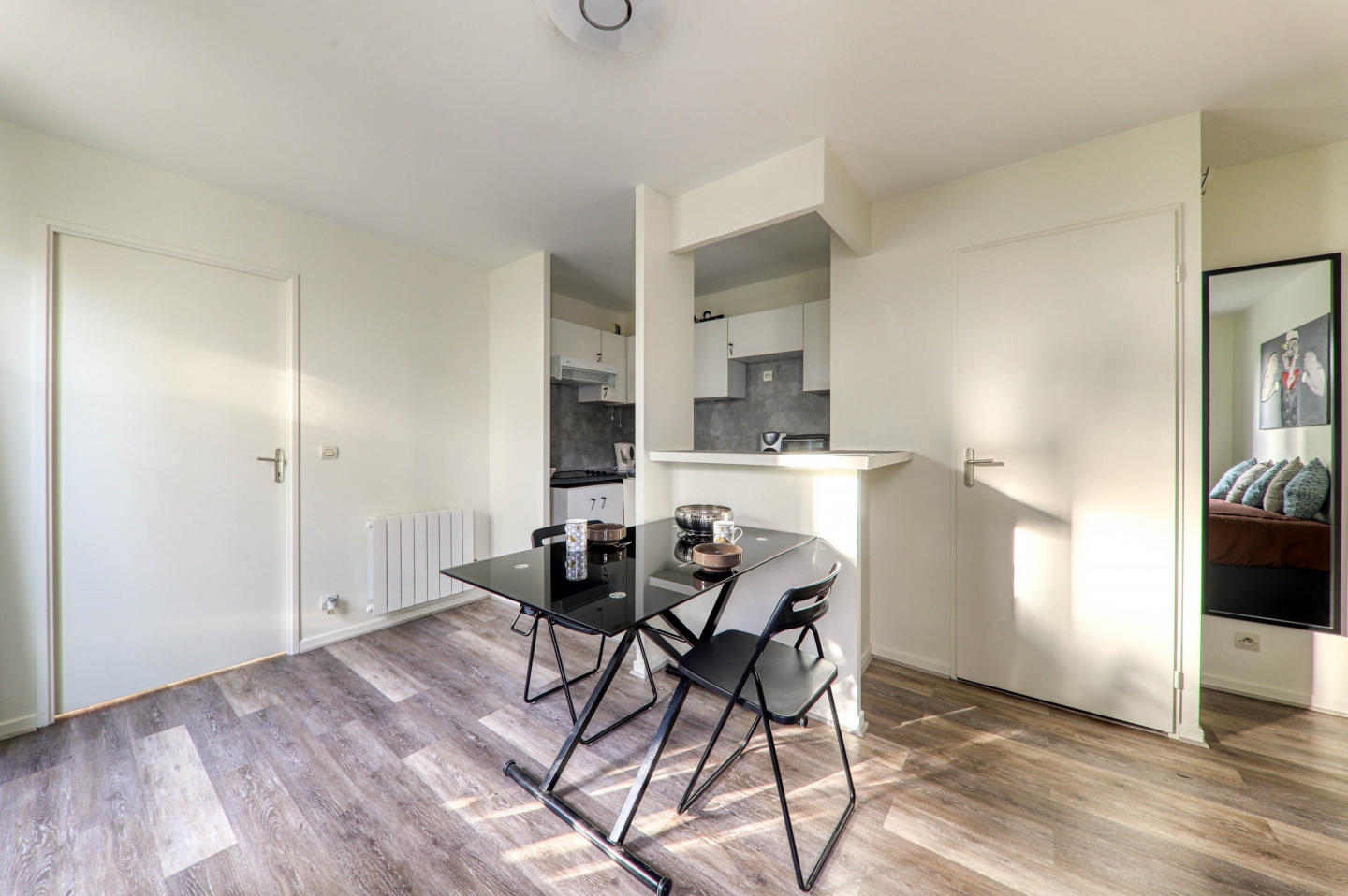 Cozy apartment in the center of Bailly-Romainvi... Slide-2
