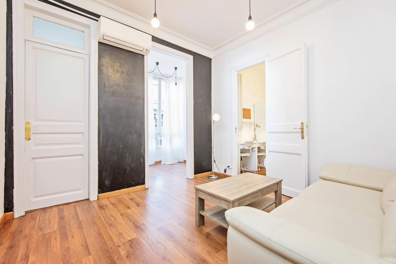 Spacious apartment close to the center of Barce... Slide-1