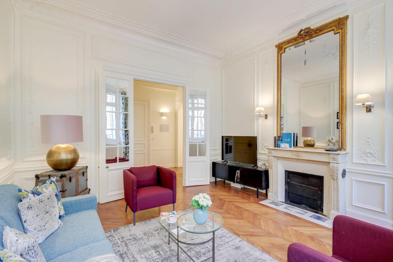 Spacious apartment in Paris with Internet Slide-3