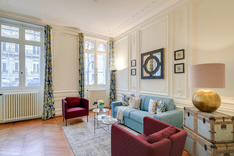 Spacious apartment in Paris with Internet Slide-2