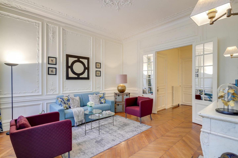Spacious apartment in Paris with Internet Slide-1