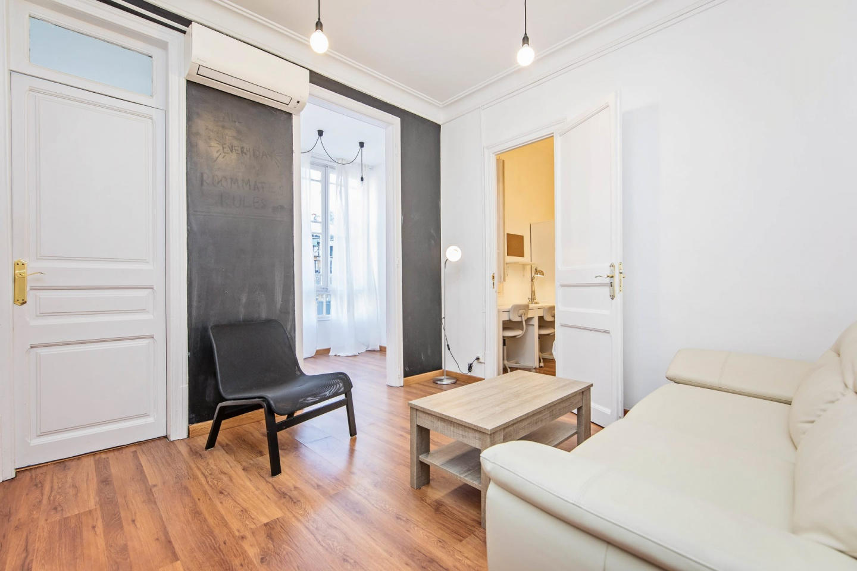 Spacious apartment close to the center of Barce... Slide-2