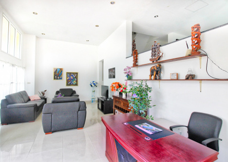 Spacious house in Sattahip with Internet, Air conditioning, Balcony, Garden