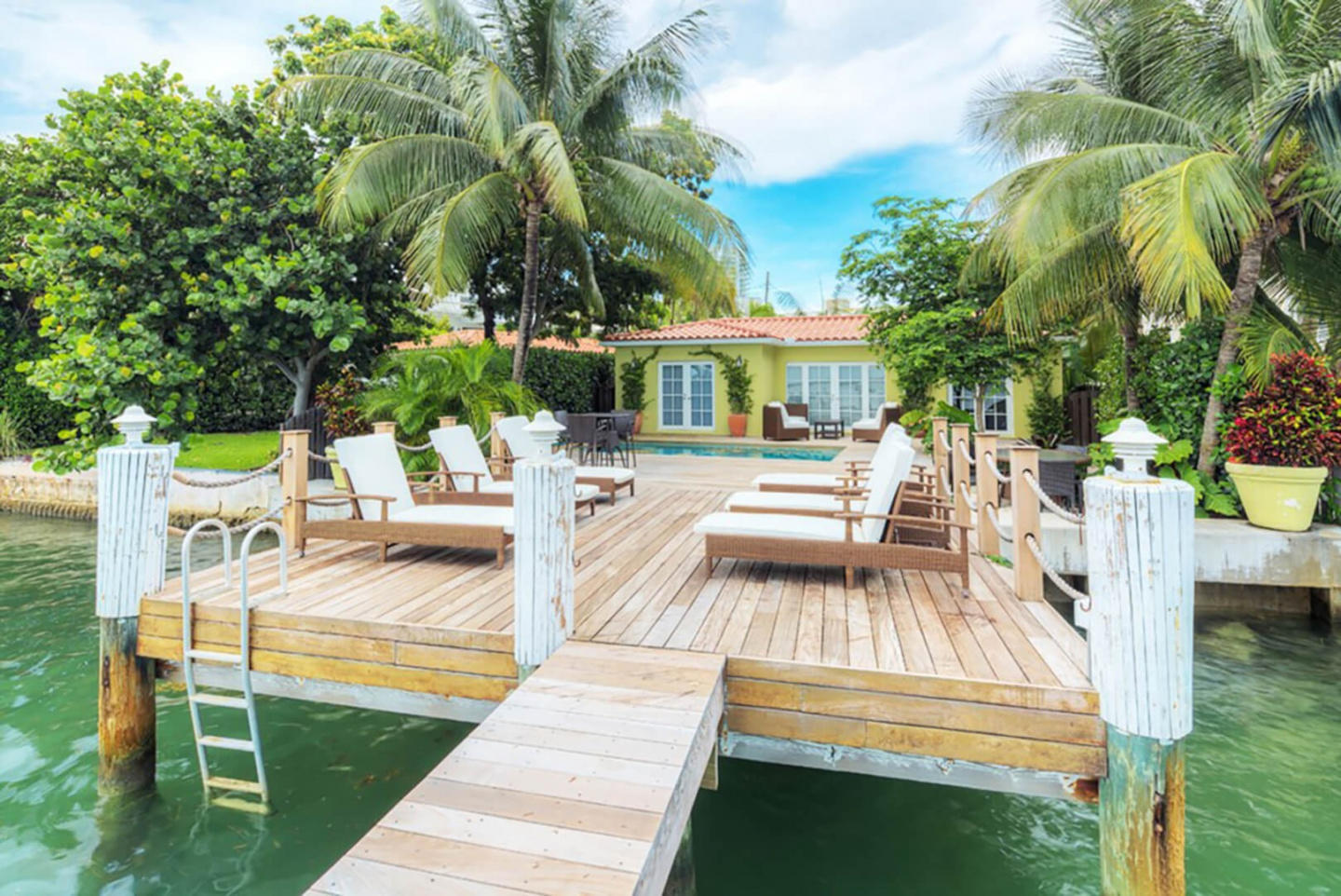 Cozy house close to the center of Miami Beach w... Slide-1