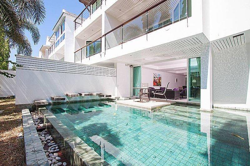Country Club 4 Bedroom Pool Villa (B) Slide-1