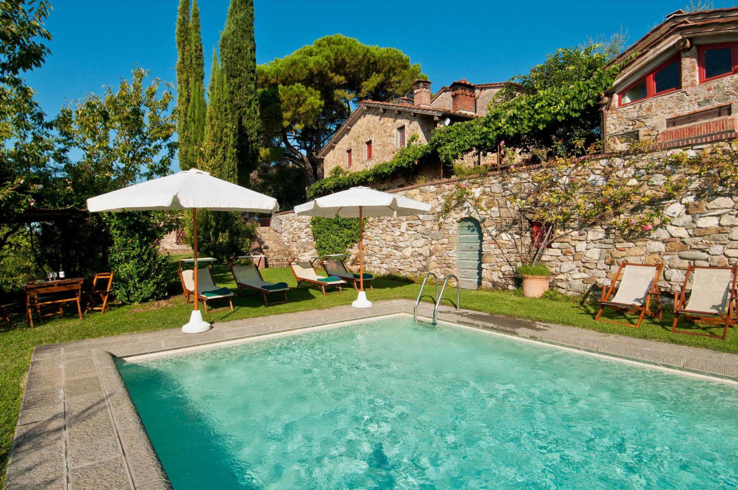 Spacious villa in Lucca with Parking, Internet,... Slide-2