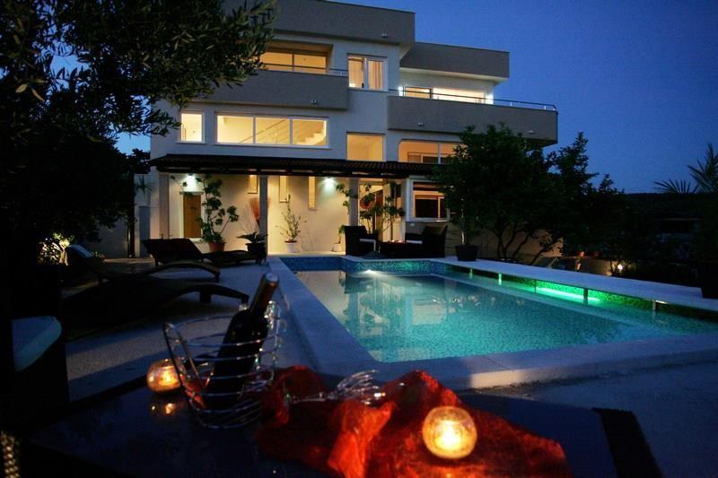 Spacious villa in the center of Okrug Gornji wi... Slide-1