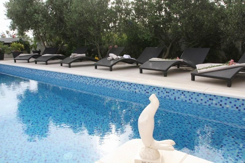 Spacious villa in the center of Okrug Gornji wi... Slide-2