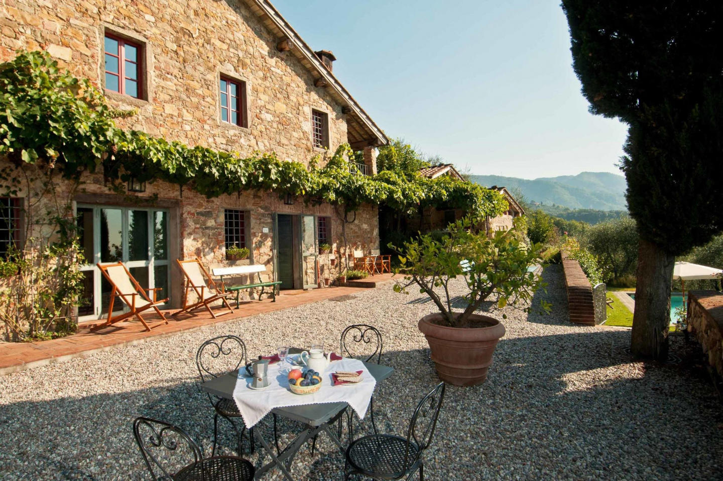 Spacious villa in Lucca with Parking, Internet,... Slide-3