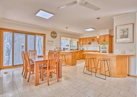 Spacious house in the center of Caulfield North with Parking, Internet, Washing machine, Air conditioning