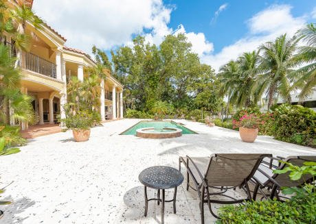 Shady Banks 6 Bedroom Waterfront Villa w/ Pool