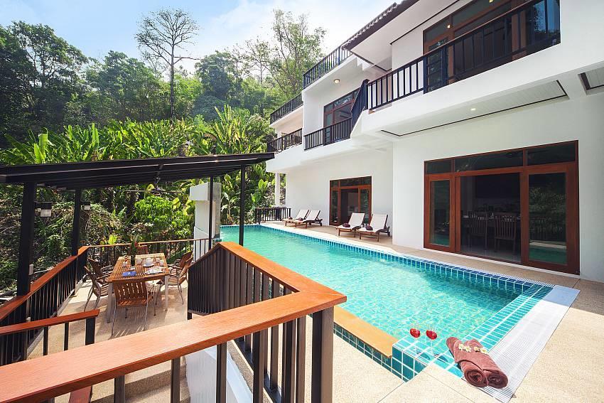 Paradise Hills 8 Bedroom Luxury Villa Near Beach Slide-1