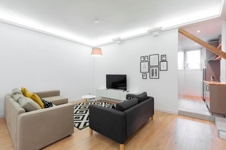 Spacious apartment close to the center of Madri... Slide-1