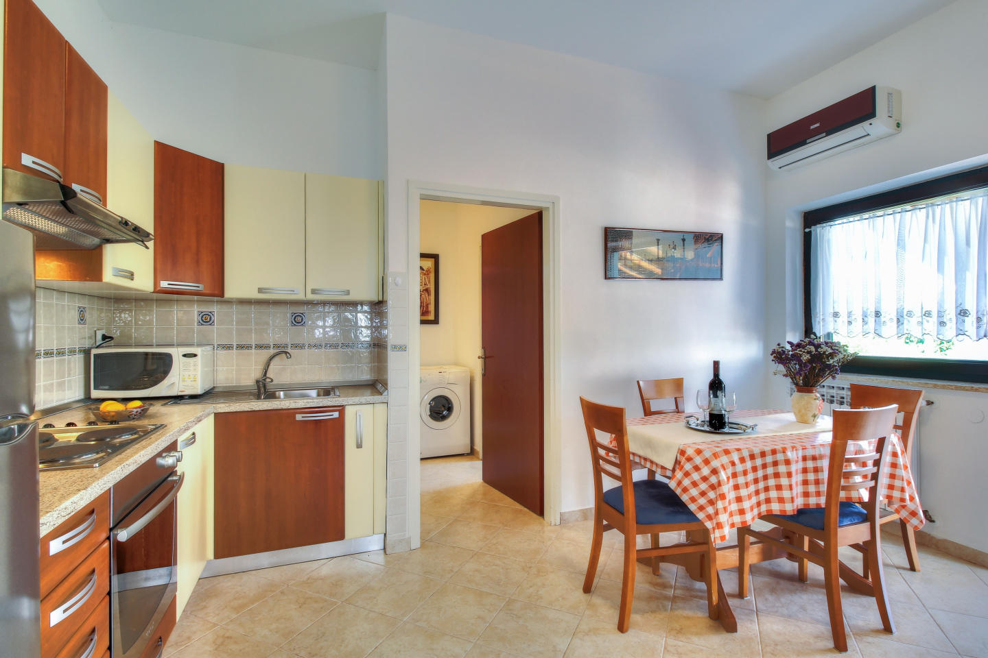 Cozy apartment in the center of Zambratija with... Slide-2