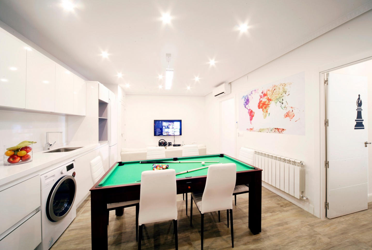 Spacious apartment in the center of Madrid with... Slide-2