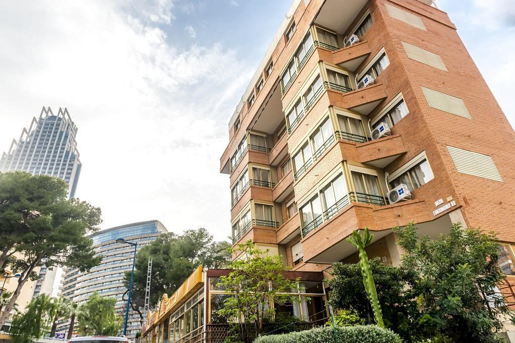 Spacious aparthotel in Benidorm with Lift, Park... Slide-2