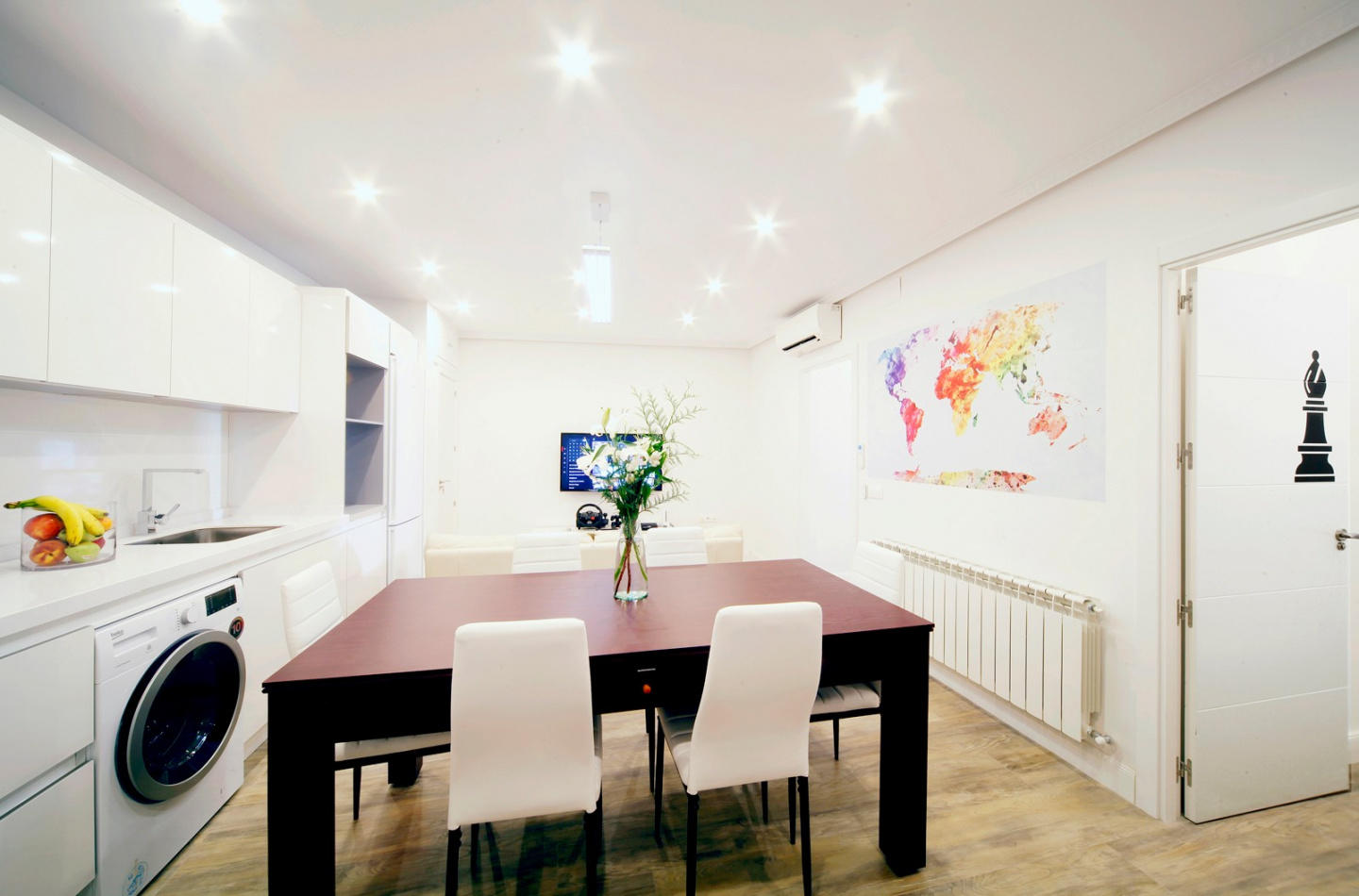 Spacious apartment in the center of Madrid with... Slide-1
