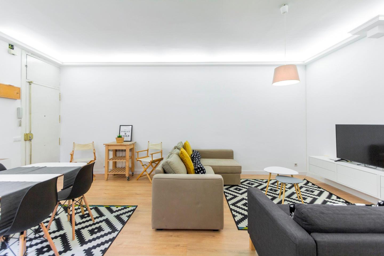 Spacious apartment close to the center of Madri... Slide-2