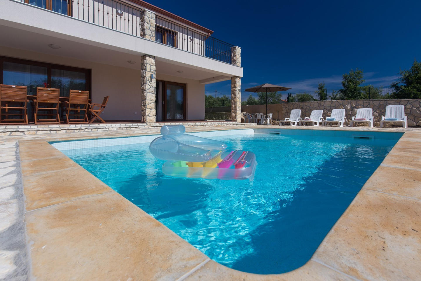 Spacious villa in the center of Brzac with Park... Slide-1
