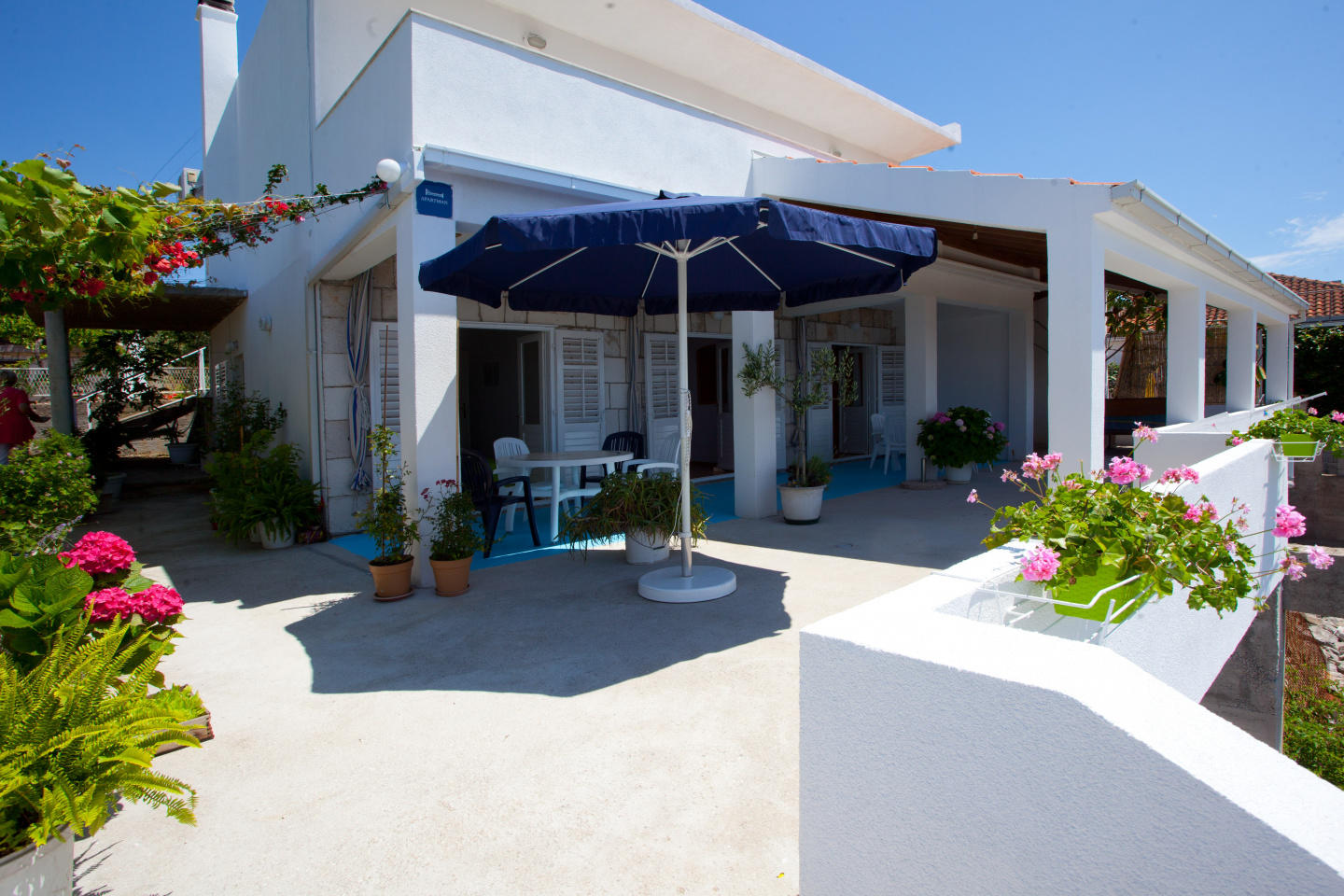 Cozy apartment in the center of Sućuraj with P... Slide-1