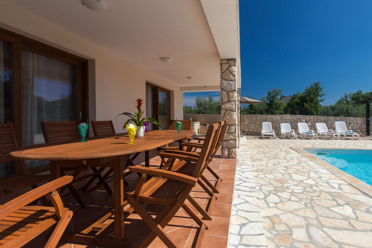 Spacious villa in the center of Brzac with Park... Slide-2