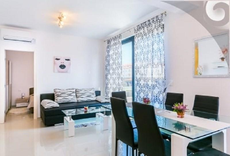 Spacious apartment in the center of Medulin wit... Slide-3
