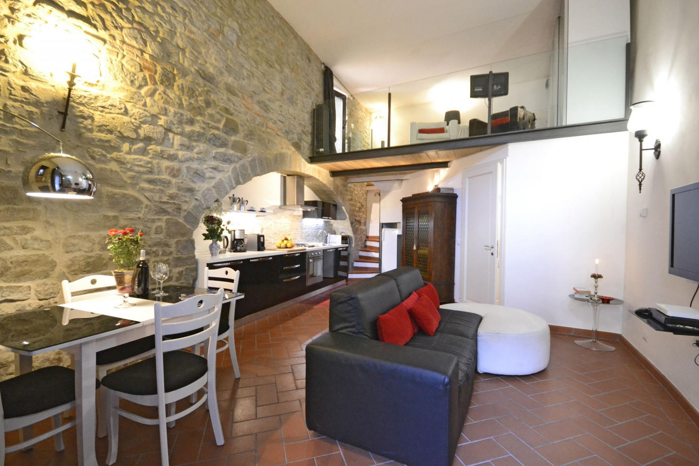 Spacious apartment in the center of Cortona wit... Slide-2