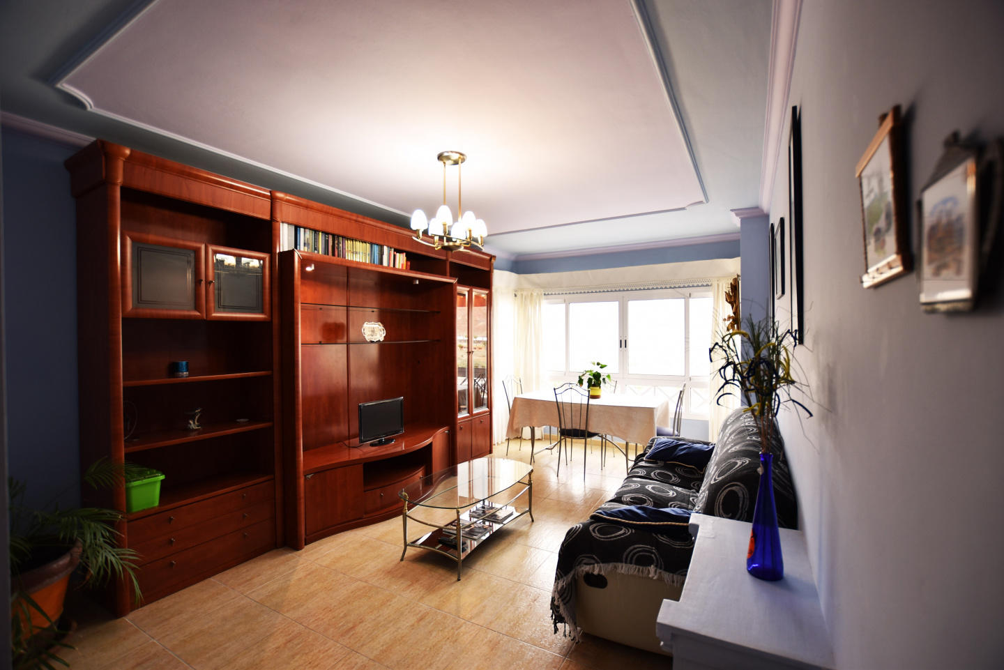 Spacious apartment a short walk away (199 m) fr... Slide-2