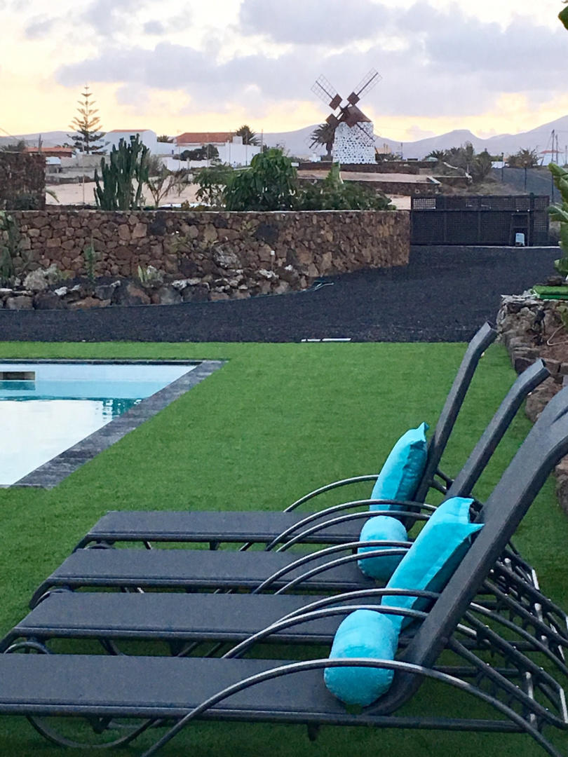 Spacious house in the center of La Oliva with P... Slide-3