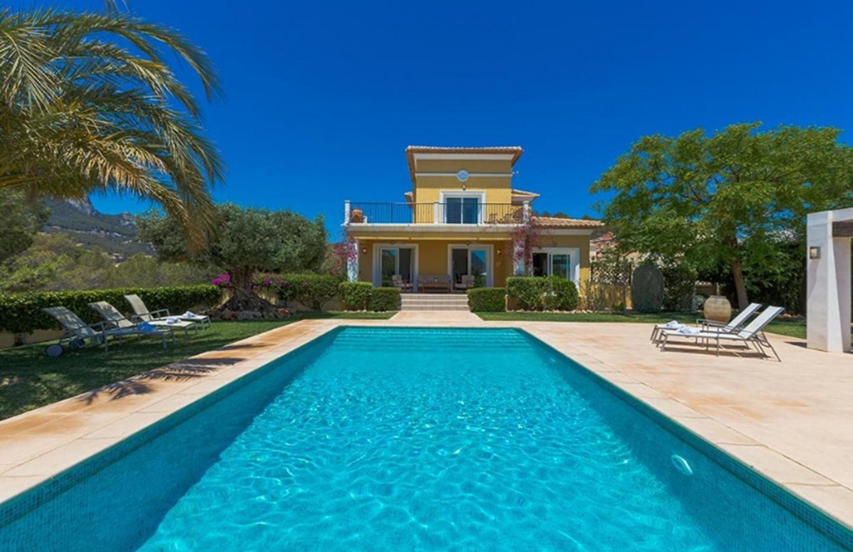 Cozy villa close to the center of Calp with Par... Slide-2