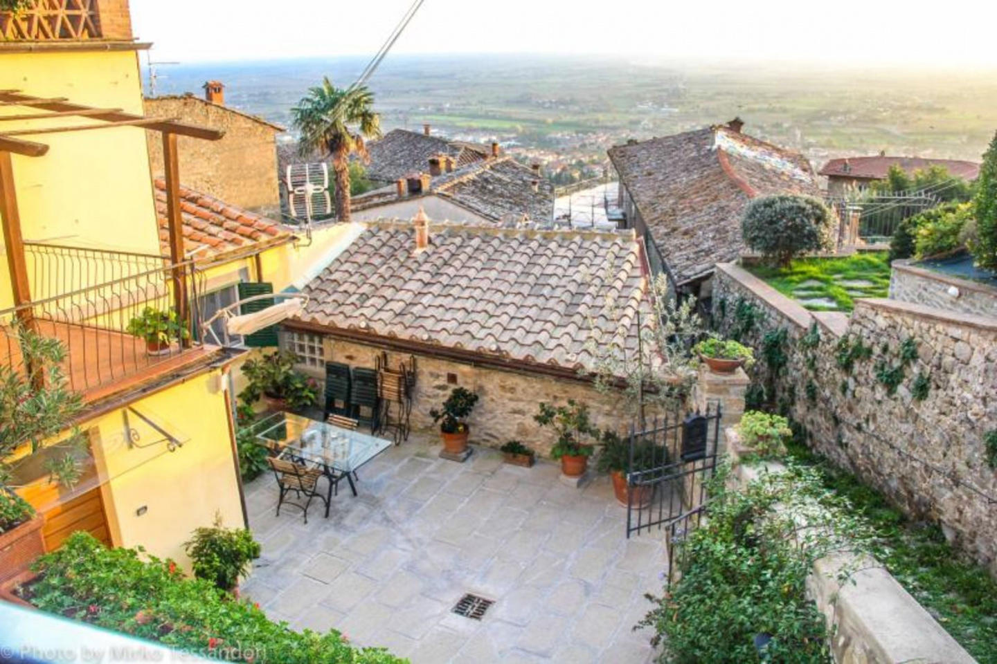 Spacious apartment in the center of Cortona wit... Slide-1