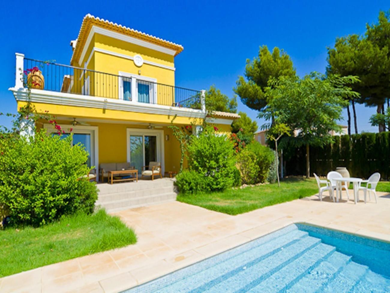 Cozy villa close to the center of Calp with Par... Slide-1