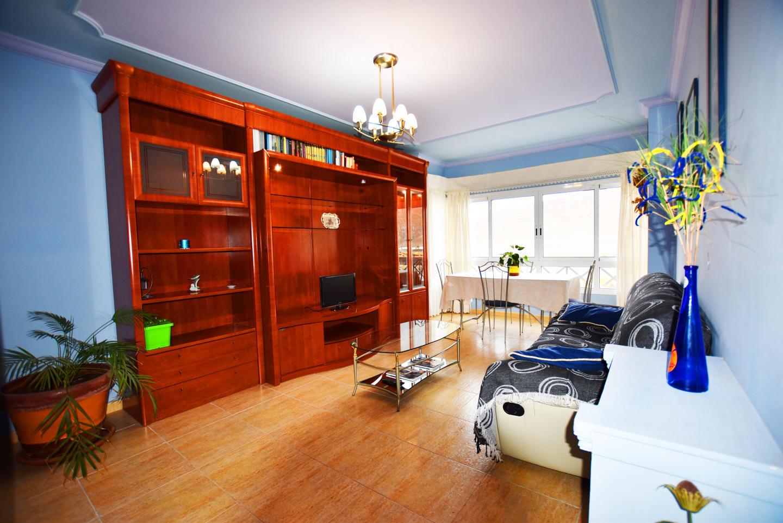 Spacious apartment a short walk away (199 m) fr... Slide-1