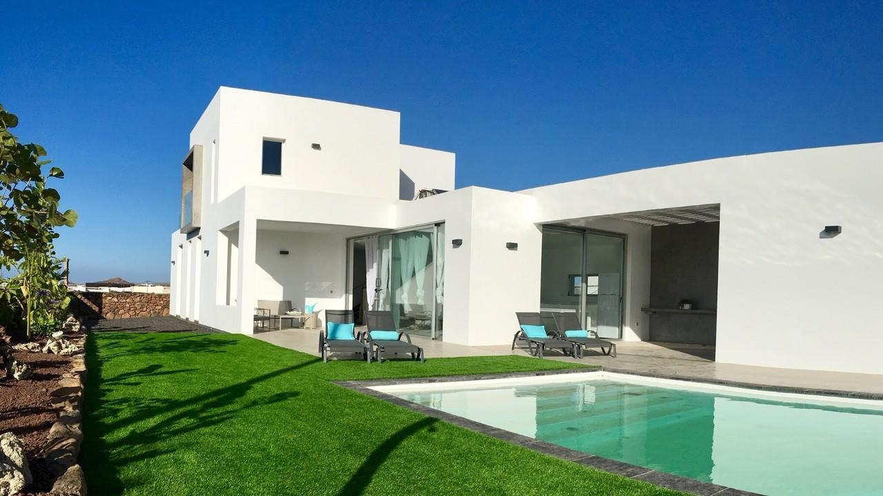 Spacious house in the center of La Oliva with P... Slide-1
