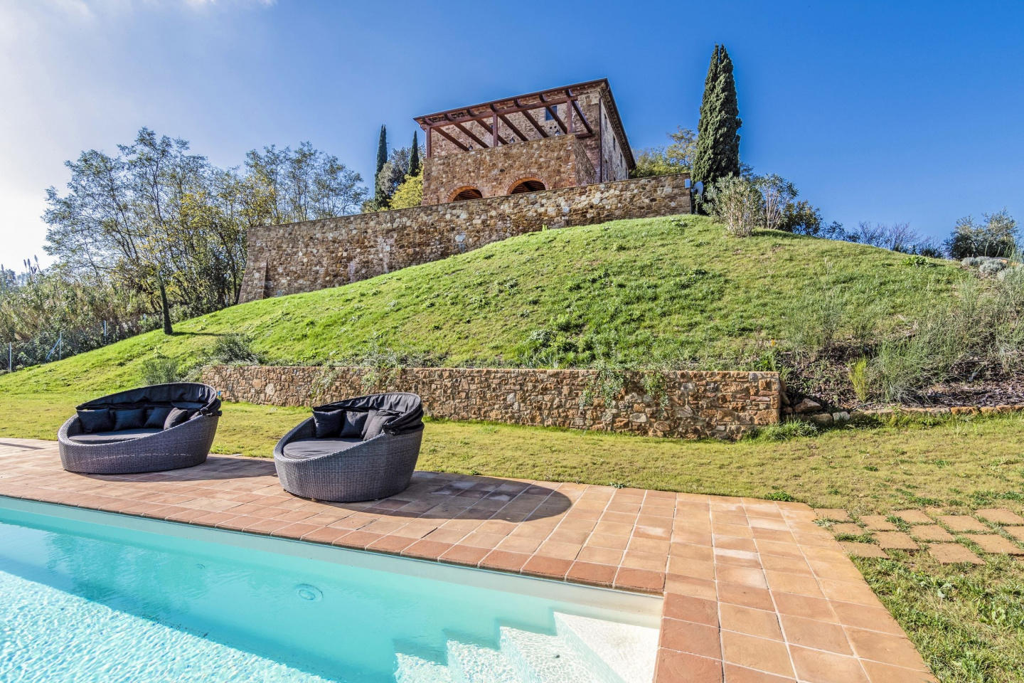 Spacious villa in Montaione with Parking, Inter... Slide-2