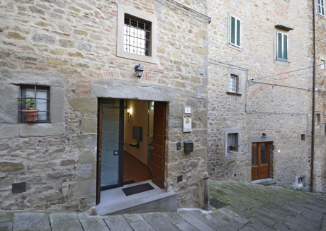 Spacious apartment in the center of Cortona with Internet, Washing machine