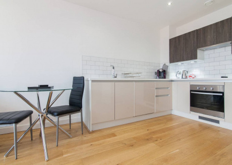 Cozy apartment close to the center of Salford with Lift, Parking, Internet, Washing machine