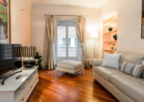 Spacious apartment in the center of Milan with Lift, Internet, Washing machine, Air conditioning