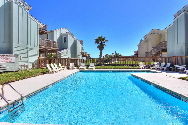 Newly remodeled 3bed/3 bath! Beachview! Communi... Slide-1