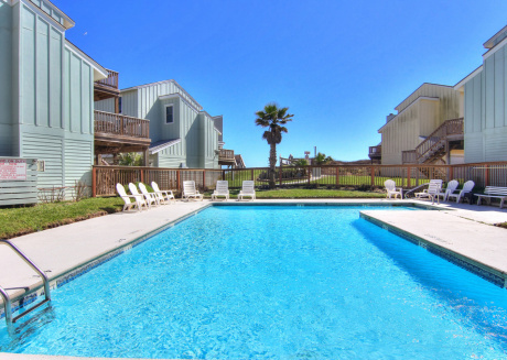 Newly remodeled 3bed/3 bath! Beachview! Community Pool!
