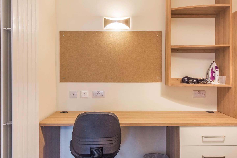 Pocock N 078 · Gorgeous Southbank Studio Close... Slide-3